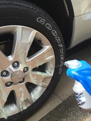 まずはタイヤを綺麗に洗浄しよう